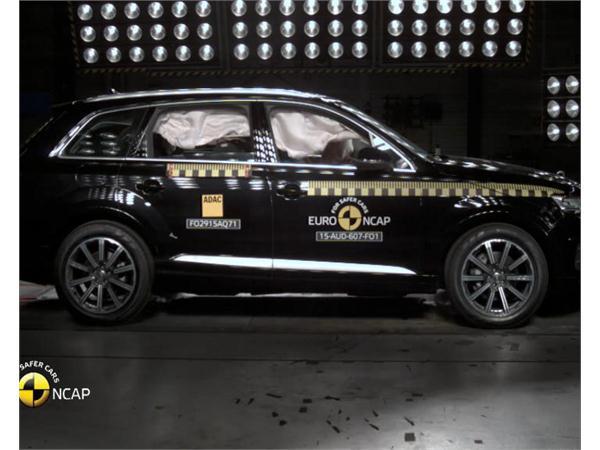 Audi Q7 - Crash Tests 2015