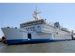 First Rotary-sponsored medical team works with Mercy Ships to deliver vital training to Guinea hospitals