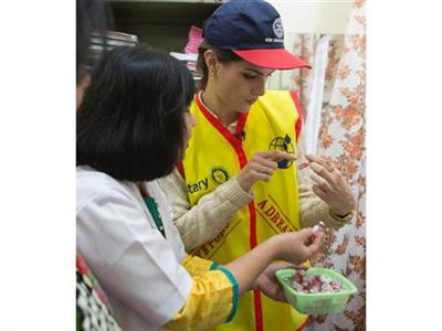 Supermodel Isabelli Fontana vaccinates children against polio in India and calls for global support to end the disease worldwide
