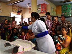 Supermodel and Rotary Polio Ambassador Isabelli Fontana immunizes children against polio in India.