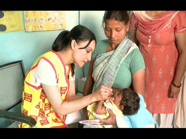 Actress and Rotary polio ambassador Archie Panjabi immunizes children against polio in India