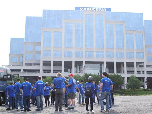 Samsung Employees Give Back to Local Communities