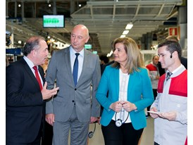 Spanish Minister for Employment and Social Security Fátima Báñez visits workshop 10 at SEATGÇÖs facilities in Martore