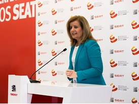 Fátima Báñez expressed her gratitude to SEAT for its commitment to youth employment and for supporting t