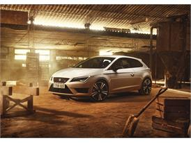 SEAT Leon CUPRA 290, Exterior, Static Shot, 34 Front View