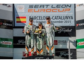 Lucile Cypriano wins the last race of the season podium