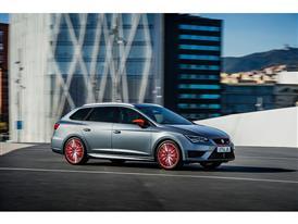 SEAT Leon CUPRA 290, exterior, dynamic shot, 3/4 front view