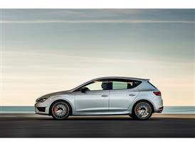 SEAT Leon CUPRA 290, exterior, dynamic shot, side view