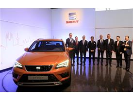 Members of SEAT Executive Committee with the Ateca, the first SUV of the brand