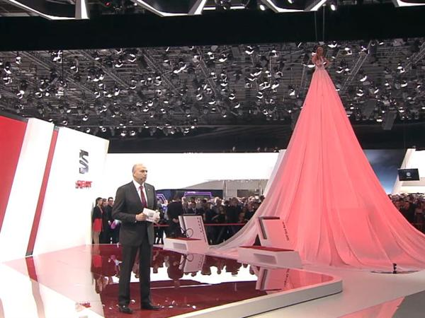 Lady SEAT reveals the new SEAT Mii by MANGO
