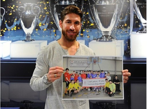Sergio Ramos holds up a picture of the ICRC players in Kabul