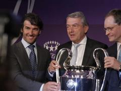 Berlin receives UEFA trophies