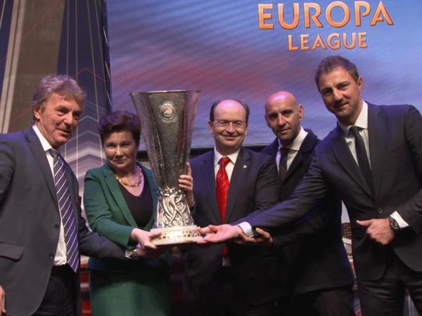 UEFA Europa League trophy handed to Warsaw