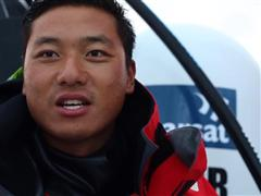 Dongfeng Race Team broke their rudder, Team Brunel sent a diver to check their keel
