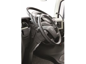 Neck-tilt function on the steering wheel