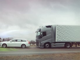 Volvo Trucks – Collision Warning with Emergency Brake even in a curve