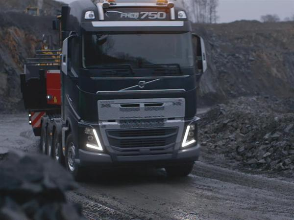 Running footage: Rough applications for the Volvo FH with a new heavy duty bumper