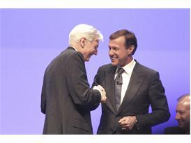 Martin Senn and Manfred Gentz handshake