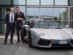 L'archistar Fabio Novembre in visita alla Lamborghini