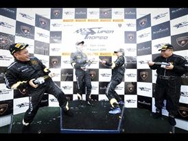 Champagne battle at AM awards