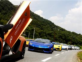 On the last day, Lamborghini fleet drove to Red Flag tea plantation