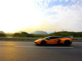 On the 2nd day, Lamborghini China Giro fleet drove through Xinfeng county to Hengshitang town