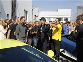 M. Renzi receives the Automobili Lamborghini uniform from a Lamborghini blue collar