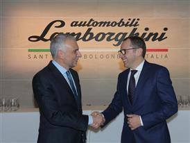 L'Ambasciatore Italiano in Spagna, Stefano Sannino, a Valencia come primo test driver della nuova Lamborghini Aventador S