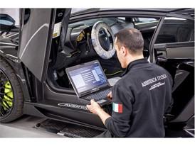 Addetto Service Lamborghini 2