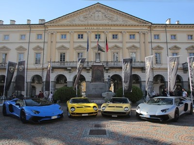 "The Lamborghini Miura celebrates its 50th anniversary on the roads of ""The Italian Job"""