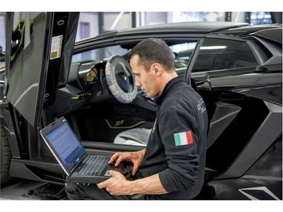 Addetto Service Lamborghini 1