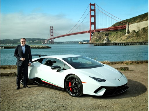 Stefano Domenicali with the Huracán Performante at the Golden Gate Bridge