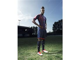 Mario Balotelli wears the new PUMA evoPOWER 1.2 Football Boot 4