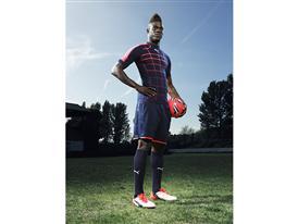 Mario Balotelli wears the new PUMA evoPOWER 1.2 Football Boot 6