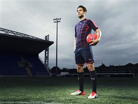 Cesc Fabregas wears the new PUMA evoPOWER 1.2 Football Boot 5