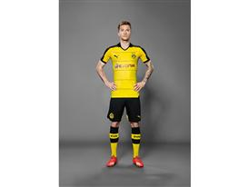 Marco Reus in the 2015-16 BVB Home Shirt 1