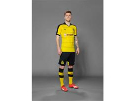 Marco Reus in the 2015-16 BVB Home Shirt 2