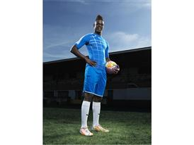 Mario Balotelli Wears the New evoPOWER 1.2 Pop Art Football Boot