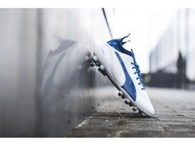 PUMA UNVEILS LATEST evoTOUCH IN STRIKING NEW COLOURWAY_Environment_1