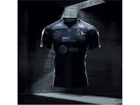 17AW_Social_IG_TS_PUMAFootball_Step-Out_xShirt-Only-Monterey