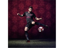 17AW_TS_AFC_xAction-Third_Giroud