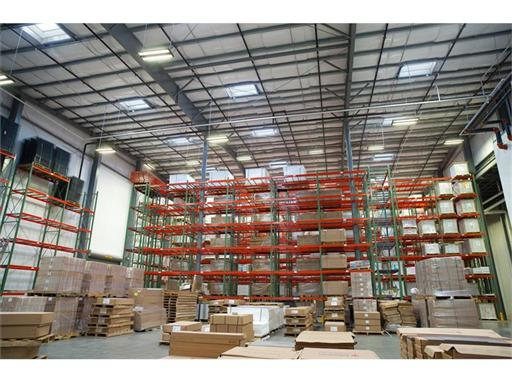 Daylighting application in a commercial warehouse