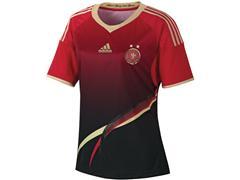 adidas und DFB präsentieren neue Trikots der Frauenfußball-Nationalmannschaft