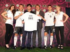 adidas und DFB präsentieren neues Trikot für die UEFA EURO 2012™
