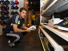 Real Madrid's Mourinho and Casillas visit adidas Store in New York