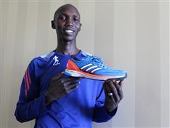 Wilson Kipsang läuft Marathon-Weltrekord im adidas adizero adios 2