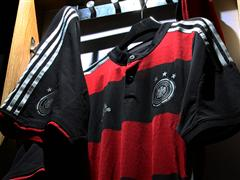 New away jersey: black & red stripes for the German national team