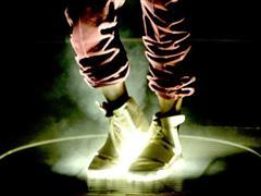 Kanye West prezintă noile ghete adidas Originals YEEZY BOOST la premiile Grammy 2015