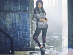 Selena Gomez stylt sich in luxuriöser Sportmode für ihre adidas neo Winterkollektion