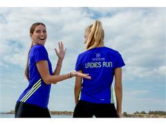 Η adidas χορηγός του Ladies Run 2015 παρέχει το επίσημο adidas t-shirt του αγώνα